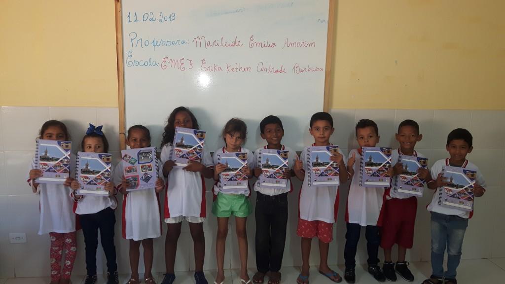 Prefeitura entrega fardamento e material escolar para alunos em Bernardino
