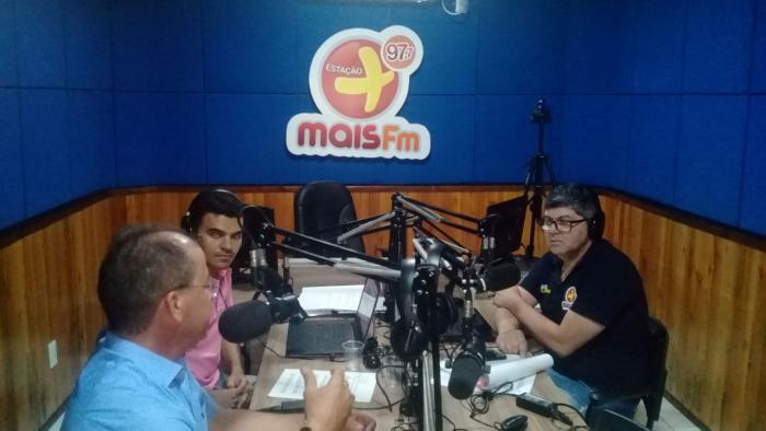 Prefeito Gervazio Gomes é entrevistado na Rádio Mais FM e fala sobre os grandes avanços do município em sua gestão