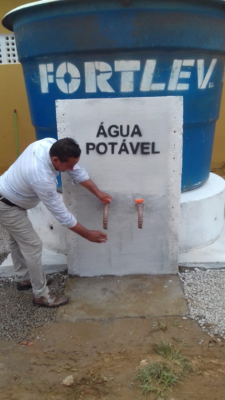 Bernardino Batista: Comunidade rural de Capoeiras é beneficiada com instalação de poço artesiano