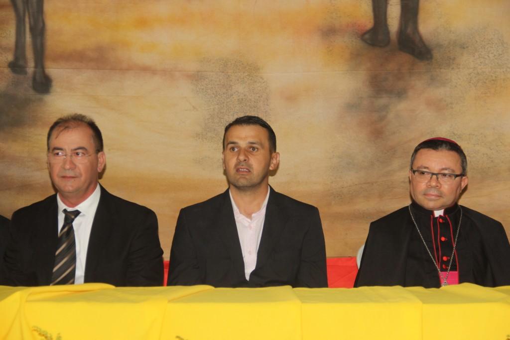 Bispo participa de sessão solene conjunta com os poderes executivo e legislativo em Bernardino Batista