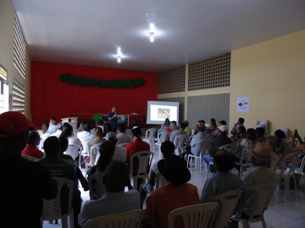 """Secretarias de """"Saúde"""" e de """"agricultura"""" desenvolve ações com palestra sobre agrotóxicos e meio ambiente em Bernardino"""