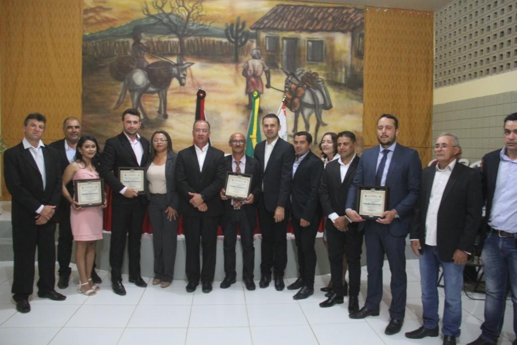 Prefeito Gervazio participa de sessão especial e Câmara entrega títulos de cidadão aos novos batistenses