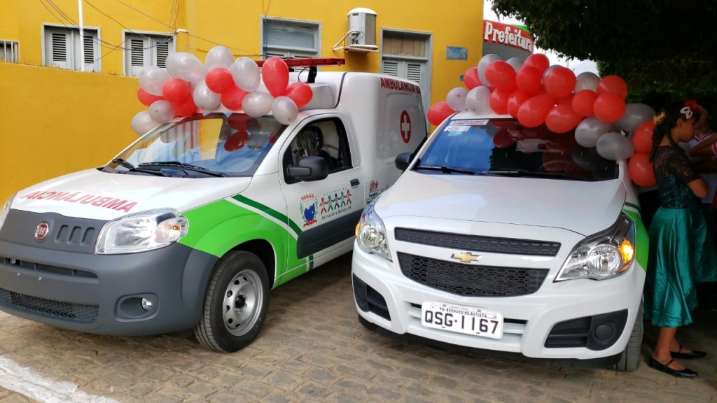 Frota reforçada: Prefeito Gervazio Gomes entrega novos veículos e motos para as secretarias de  saúde e obras
