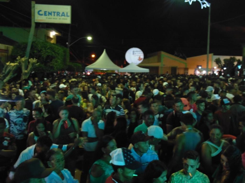 """Multidão prestigia noite de emoções e muita cultura na """"Rota do Sol"""" e na festa do caju em Bernardino Batista"""