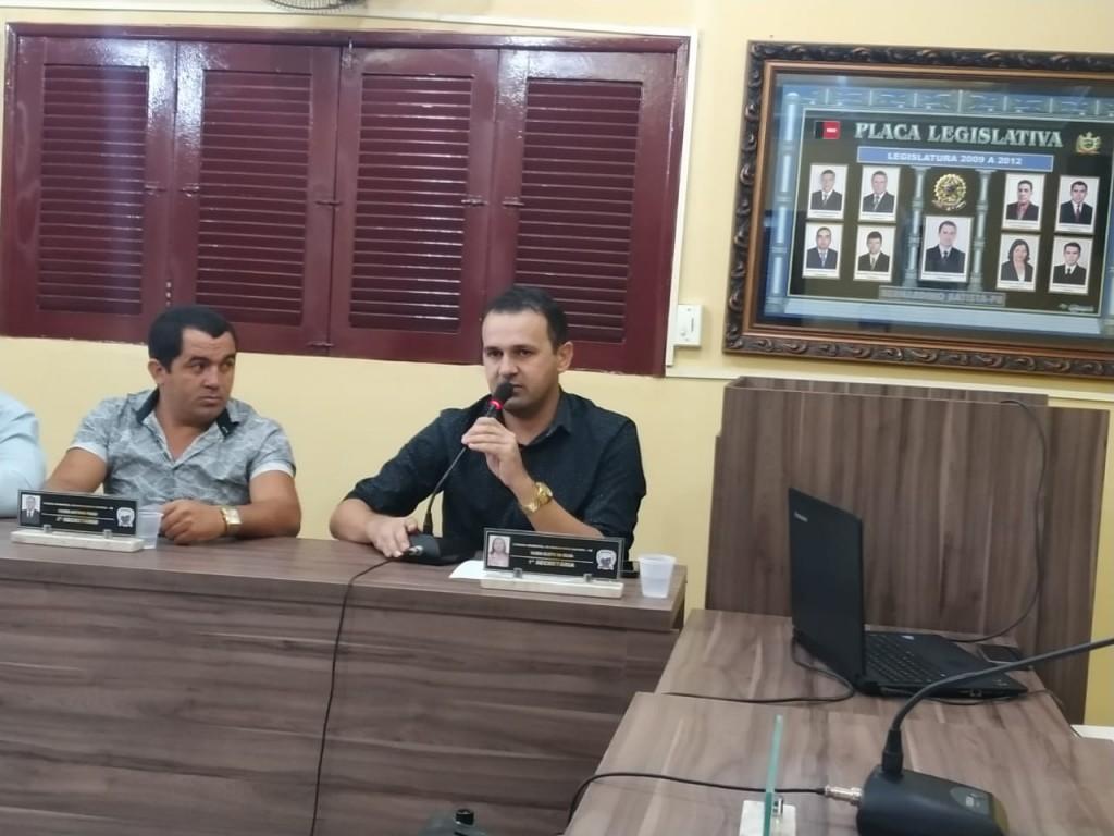 Prefeito Aldo Andrade prestigia sessão da Câmara Municipal de Bernardino Batista