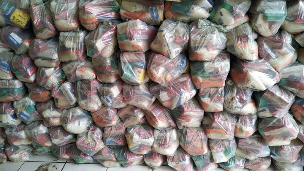 Bernardino Batista: Prefeitura entrega cestas básicas às famílias carentes do município